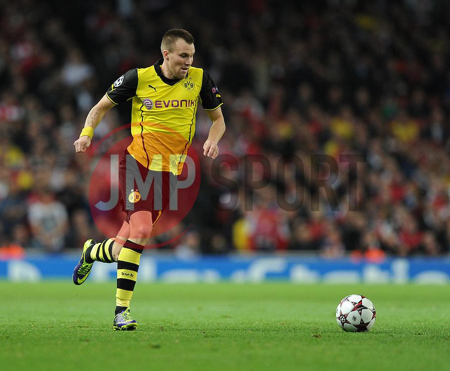 Borrusia Dortmund's Mats Hummels - Photo mandatory by-line: Alex James/JMP - Tel: Mobile: 07966 386802 22/10/2013 - SPORT - FOOTBALL - Emirates Stadium - London - Arsenal v Borussia Dortmund - CHAMPIONS LEAGUE - GROUP F