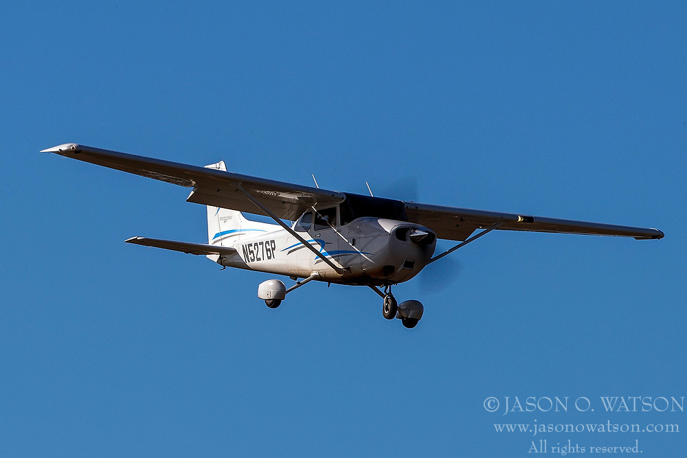Cessna 172S (N5276P) on approach to Palo Alto Airport (KPAO), Palo Alto, California, United States of America