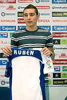 Fotball<br /> Spania<br /> Foto: imago/Digitalsport<br /> NORWAY ONLY<br /> <br /> 08.07.2008<br /> Neuzugang Marco Ruben (Huelva) präsentiert sich mit seinem neuen Trikot auf der Pressekonferenz<br /> <br /> BILDET KAN IKKE BRUKES PÅ WEB-SIDER