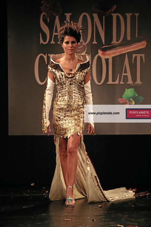Karine Ferri - (mention obligatoire :) Salon du Chocolat - Maquillage / Coiffure Lucie Saint-Clair - Paris, le 18/10/2007 - JSB / PixPlanete