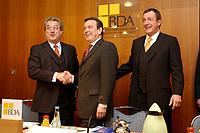 20 JAN 2003, BERLIN/GERMANY:<br /> Dieter Hundt (L), Praesident Bundesvereinigung der Deutschen Arbeitgeberverbaende, BDA, Gerhard Schroeder (M), SPD, Bundeskanzler, Michael Rogowski (R), Praesident Bundesverband der Deutschen Industrie, BDI, vor Beginn einer Sitzung von Kanzler und  BDA-Praesidium, Haus der Wirtschaft<br /> IMAGE: 20030102-02-006<br /> KEYWORDS: Präsident, Gerhard Schröder, Handshake
