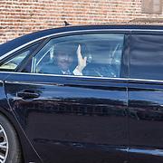 NLD/Hoogeveen/20190918 - Koningspaar brengt bezoek Zuid-west Drenthe, Koning Willem Alexander vertrekt vanuit Meppel