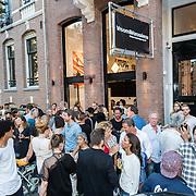 NLD/Amsterdam/20160825 - Life after Football Art Issue launch, overzicht buiten ivm de hitte