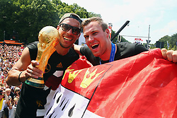15.07.2014, Brandenburger Tor, Berlin, GER, FIFA WM, Empfang der Weltmeister in Deutschland, Finale, im Bild vl. Lukas Podolski (GER) und Kevin Grosskreutz (GER) in Siegerpose // during Celebration of Team Germany for Champion of the FIFA Worldcup Brazil 2014 at the Brandenburger Tor in Berlin, Germany on 2014/07/15. EXPA Pictures © 2014, PhotoCredit: EXPA/ Eibner-Pressefoto/ Pool<br /> <br /> *****ATTENTION - OUT of GER*****