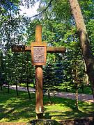 Sanktuarium Matki Bożej Studzieniczańskiej, stacje Drogi Krzyżowej.