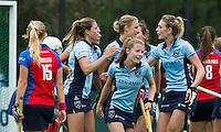 LAREN-hockey- Vreugde bij Laren na een doelpunt tijdens de hoofdklasse competitiewedstrijd tussen de vrouwen van Laren en SCHC (3-2). COPYRIGHT KOEN SUYK