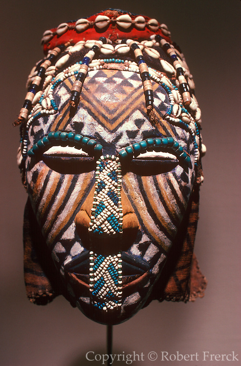 CHICAGO, ART INSTITUTE royal ancestor mask from Zaire