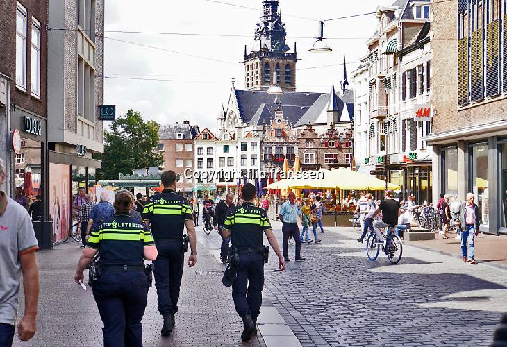 Nederland, Nijmegen, 20-8-2019Politieagenten patrouilleren in het centrum van de stad .Foto: Flip Franssen