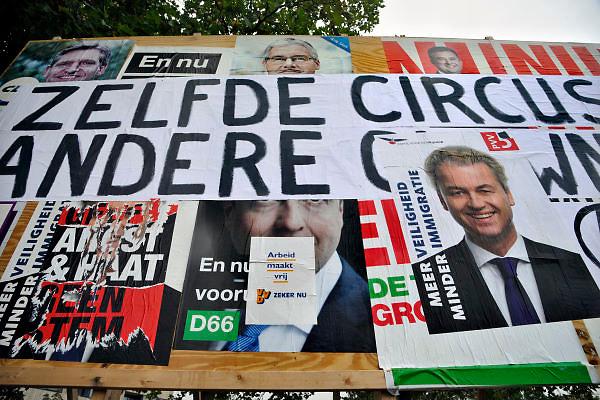 Nederland, Nijmegen, 11-9-2012Verkiezingsbord met affiches voor de komende verkiezingen voor de tweede kamer. Actievoerders hebben leuzen op de borden geschreven die luidt: Zelfde circus, andere clowns.  Actievoerders van de jonge socialisten hebben een controversieel affiche op het bord geplakt. Het lijkt op een poster van de VVD, met de tekst: Arbeid maakt vrij, verwijzend naar de teksten van de nazi concentratiekampen arbeit macht frei.Netherlands, election board with posters for the forthcoming national elections. Foto: Flip Franssen/Hollandse Hoogte