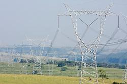 Rede de alta tensao no interior de Sao Paulo, entre as cidades de Bauru e Marilia./..Electricicty pylons in the countryside of Sao Paulo,between the cities of Bauru and Marilia