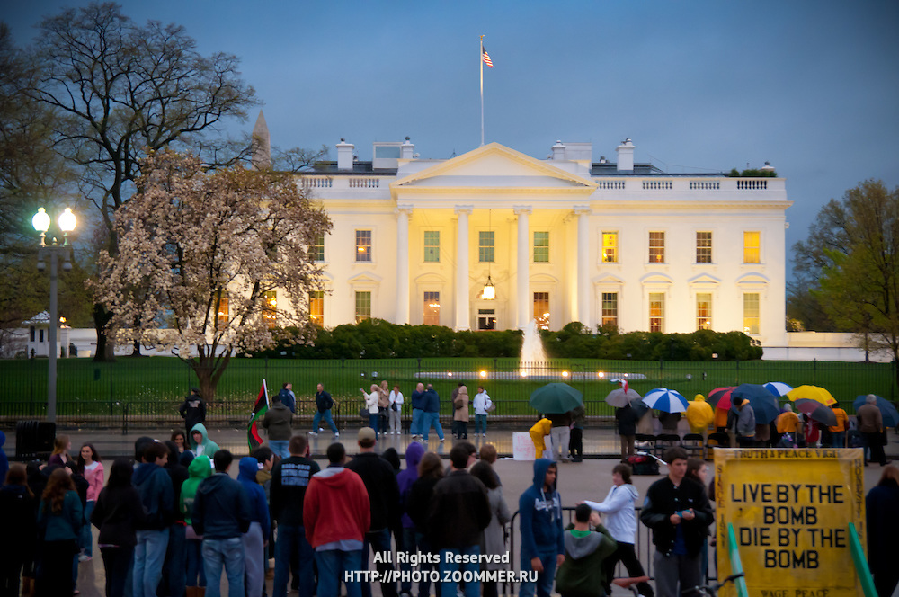 Tourists Near The White House In the Evening