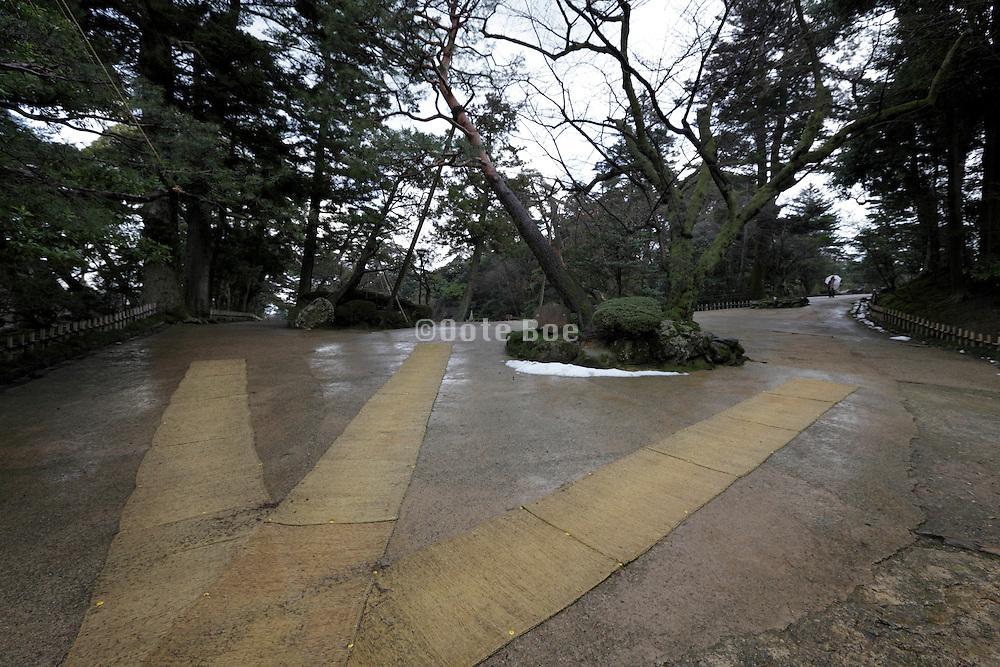 entrance to the Kenrokuen garden at Kanazawa Japan