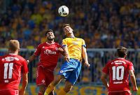 BILDET INNGÅR IKEK I FASTAVTALER. ALL NEDLASTING BLIR FAKTURERT.<br /> <br /> Fotball<br /> Tyskland<br /> Foto: imago/Digitalsport<br /> NORWAY ONLY<br /> <br /> v.li.: Richard Weil (FC Würzburger Kickers), Elia Soriano (FC Würzburger Kickers) im Zweikampf, Duell, duel, tackle mit Gustav Valsvik (Eintracht Braunschweig), Nejmeddin Daghfous (FC Würzburger Kickers), Fussball, 2. Bundesliga, Eintracht Braunschweig - FC Würzburger Kickers