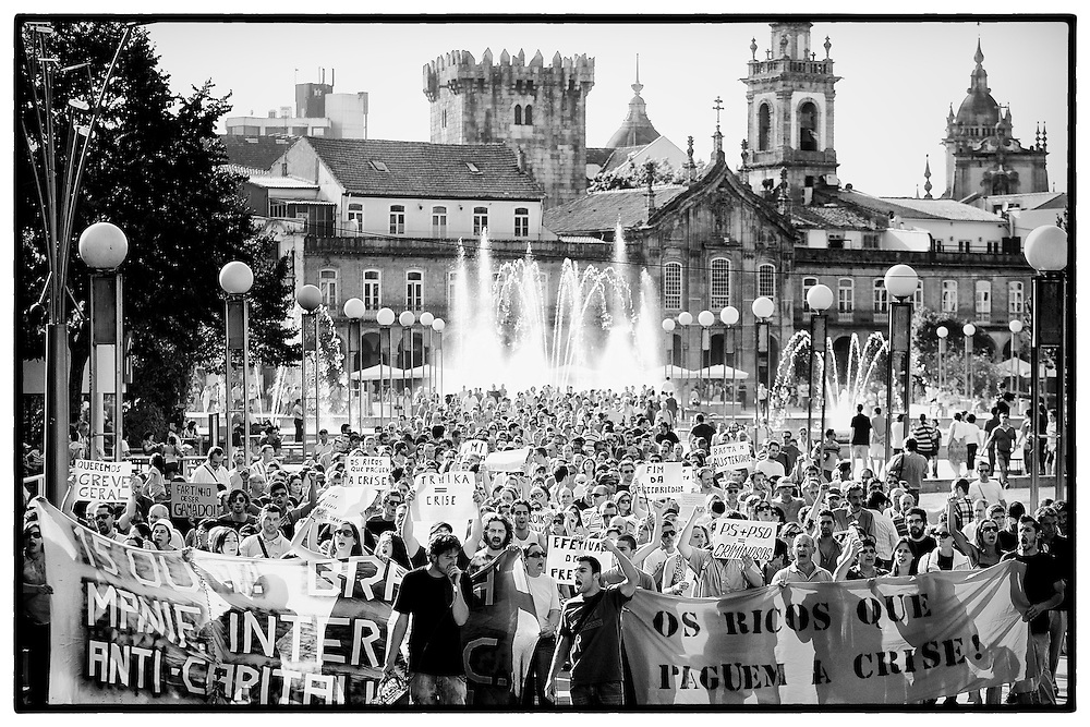 Manifestação em Braga dos Indignados contra banca, troika e Governo