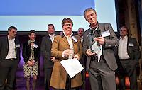 UTRECHT - NVG ( Ned. Ver. Golfaccomodaties) , 17e editie Nationaal Golf Congres & Beurs.  NVG Award voor Limburg Golfland. links NVG voorzitter Jacqueline Lambrechtse. FOTO KOEN SUYK