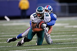 7 Dec 2008: Philadelphia Eagles tight end L.J. Smith #82 catces a pass with New York Giants safety Kenny Phillips #21 defending during the game against the New York Giants on December 7th, 2008. The Eagles won 20-14 at Giants Stadium in East Rutherford, New Jersey. (Photo by Brian Garfinkel)