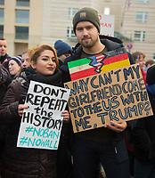DEU, Deutschland, Germany, Berlin, 04.02.2017: Demonstranten protestieren vor der US-Botschaft gegen die Politik von US-Präsident Donald Trump. Unter dem Motto NO BAN, NO WALL fordern sie den Stopp des Einreiseverbots gegen Menschen aus vorwiegend muslimischen Ländern. Dieses Deutsch-Iranische Pärchen ist davon unmittelbar betroffen.