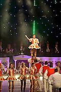 Nederland, Nijmegen, 7-11-2015Knotsenburg heeft een nieuwe stadsprins. Zijne Dorstlustige Hoogheid Stasiu I - Nijmegenaar Stasiu Teunissen is zaterdagavond in De Vereeniging voor een afgeladen zaal geproclameerd. Stasiu I werkt in het dagelijks leven als marketing manager voor voetbalclub NEC. Een acrobatiekgroep uit Keulen hield een uitdagende voorstelling met menselijke torens.FOTO: FLIP FRANSSEN/ HH