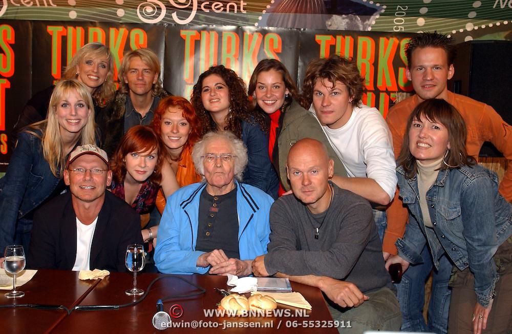 NLD/Muiderberg/20050915 - Perspresentatie Turks Fruit de Musical, schrijver, creatives en cast, Jan Wolkers, Anthonie Kamerling, Sjoerd Pleijsier, Jelka van Houten, Ellen Evers