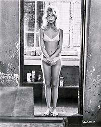 1972, Film Title: BUTTERFLIES ARE FREE, Director: MILTON KATSELAS, Studio: COLUMBIA, Pictured: GOLDIE HAWN, MILTON KATSELAS, HAIR, BOUFFANT, BIKINI, MIDRIFF, AWKWARD, DOORWAY, INSECURE, SELFCONSCIOUS, BARE FEET, BATHROOM, SEX RELATED, SHY, SEDUCING. (Credit Image: SNAP/ZUMAPRESS.com) (Credit Image: © SNAP/Entertainment Pictures/ZUMAPRESS.com)
