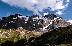 THEMENBILD - die Staumauer des Moserboden Stausees im Sonnenlicht mit den umliegenden Bergen, aufgenommen am 15. Juni 2017, Kaprun, Österreich // the dam of the reservoir Moserboden in the Sun with surrounding Mountains on 2017/06/15, Kaprun, Austria. EXPA Pictures © 2017, PhotoCredit: EXPA/ JFK