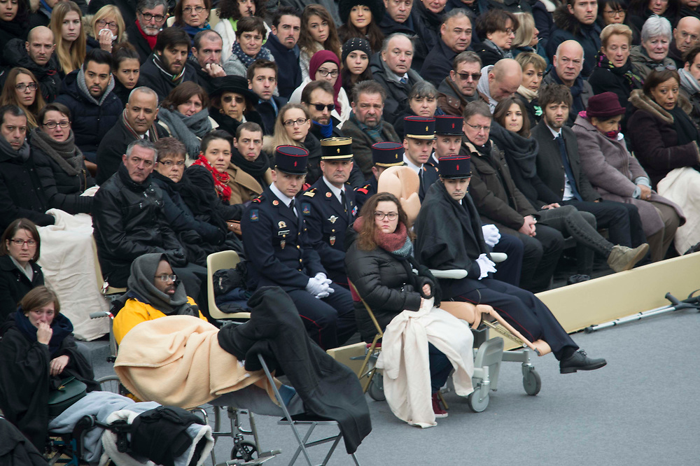Relatives of victims and injured people from the November 13 attacks attend the national ceremony commemorating the victims at the Hôtel des Invalides in Paris. 130 people died and 352 people were injured in the attacks on November 13. Paris, France. November 27, 2015.  <br /> Des proches des victimes et des blessés des attentats du 13 novembre assistent à la cérémonie nationale de commémoration des victimes à l'Hôtel des Invalides à Paris. 130 personnes sont mortes et 352 personnes ont été blessées lors des attentats du 13 novembre. Paris, France. 27 novembre 2015.