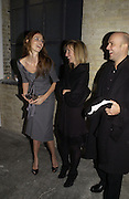 Saffron Burrows, Sam Taylor Wood and Mark Quinn. The Almeida Theatre Charity Christmas Gala, to raise funds for the theatre, at the Victoria Miro Gallery, London.  1 December  2005. ONE TIME USE ONLY - DO NOT ARCHIVE  © Copyright Photograph by Dafydd Jones 66 Stockwell Park Rd. London SW9 0DA Tel 020 7733 0108 www.dafjones.com