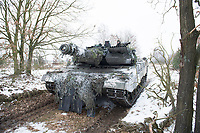 23 FEB 2013, LETZLINGEN/GERMANY:<br /> Kampfpanzer Leopard 2A6 des Panzergrenadierbattailons 212 der Bundeswehr mit Wintertarnung waehrend einer Gefechtsuebung im Winter, Gefechtsuebungszentrum Heer, Truppenuebungsplatz Altmark<br /> IMAGE: 20130223-01-001<br /> KEYWORDS: Gefechtsübung, Schnee, Gefechtsübungszentrum, Heer, Armee, Streikräfte, Militaer, Miltär, Streitkraefte, Panzer, Streitkräfte