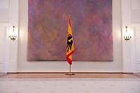 06 JAN 2012, BERLIN/GERMANY:<br /> Flagge des Bundespraesidenten, Grosser Saal, Schloss Bellevue<br /> IMAGE: 20120106-01-048<br /> KEYWORDS: Fahne, Stander, Bundesadler, Adler, leer, Bundespräsident, Bundespräsidialamt, Bundespraesidialamt
