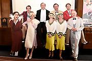 Perspresentatie musical Charley in de Sofitel Legend The Grand Amsterdam.<br /> <br /> Op de foto:  Aankomst cast met Jon van Eerd , Vera Mann , Hugo Haenen , Laus Steenbeeke , Job Bovelander , Jonathan Demoor , Aimee de Pater en Priscilla Knetemann