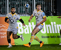 Lima Sopoaga and Josh Bassett of Wasps watch a loose ball - Mandatory by-line: Andy Watts/JMP - 08/01/2021 - RUGBY - Recreation Ground - Bath, England - Bath Rugby v Wasps - Gallagher Premiership Rugby