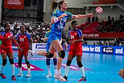 05-12-2019 JAP: Cuba - Slovenia, Kumamoto<br /> Fourth match groep A at 24th IHF Womenís Handball World Championship. Slovenia win 39 - 26 of Cuba / Ana Gros #6 of Slovenia