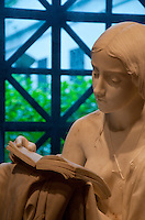 National Gallery, Washington DC. Sculpture of an angel reading