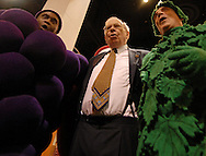 5/5/07 Omaha NE  Warren Buffett sings with the fruit of the loom guys on the floor at Qwest Center Omaha just before the start of the Berkshire Hathaway annual meeting Saturday morning...(photo by Chris Machian/Prarie Pixel Group).