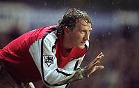 Ray Parlour (Arsenal). Tottenham 1:1 Arsenal, FA Carling Premiership, 18/12/2000. Credit Colorsport / Stuart MacFarlane.