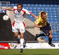 Photo: Daniel Hambury.Digitalsport<br /> Coca Cola League Two<br /> Oxford United V Rushden & Diamonds .  11/9/2004.<br /> Oxford United's Steve Basham and Rushden & Diamonds' Peter Hawkins