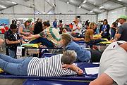 Nederland, Nijmegen, 15-7-2019 De tent van het Rode Kruis met stretchers en prikatributen waar vanaf dinsdag 4daagselopers hun blaren kunnen laten prikken, of met andere medische klachten terecht kunnen. Vrijwilligers oefenen alvast het blarenprikken . FOTO: FLIP FRANSSEN
