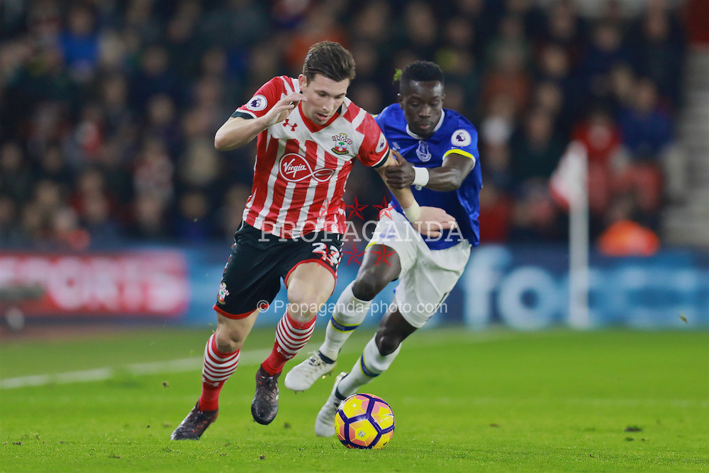 SOUTHAMPTON, ENGLAND - Saturday, November 19, 2016: Southampton's Pierre-Emile Hojbjerg in action against Everton during the FA Premier League match at St. Mary's Stadium. (Pic by David Rawcliffe/Propaganda)