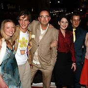 NLD/Amsterdam/20060307 - Premiere Ik omhels je met duizend armen, vlnr, Tijn Docter en partner, Ronald Giphart, Maaike Neuville, Alex Klaasen en Carice van Houten