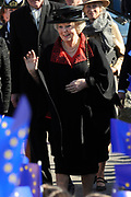 Hare Majesteit de Koningin woont dinsdagmiddag 12 maart in Bergen (NH) de viering bij van het 50-jarig bestaan van de Europese School Bergen.<br />  <br /> De Europese School is opgericht door de Europese Unie en biedt meertalig onderwijs aan kinderen van werknemers van Europese instellingen en internationale bedrijven. <br /> <br /> Her Majesty the Queen visits on Tuesday 12 March in Bergen (NH) the celebration of the 50th anniversary of the European School Bergen.<br />  <br /> The European School was founded by the European Union and provides multilingual education to children of employees of EU institutions and international companies.<br /> <br /> Op de foto / On the Photo:  Aankomst koningin Beratrix / Arrival Queen Beatrix