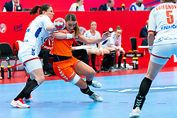 Larissa Nusser of Netherlands, Jovana Stoiljkovic of Serbia in action during the Women's EHF Euro 2020 match between Netherlands and Serbia at Sydbank Arena on december 05, 2020 in Kolding, Denmark (Photo by RHF Agency/Ronald Hoogendoorn)