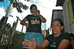 Elci D'Ávila e Teresinha Gomes de Oliveira (D) cujos filhos foram mortos em uma chacina no dia 20 de janeiro de 2008, na Vila das Laranjeiras, em Porto Alegre. FOTO: Lucas Uebel/Preview.com