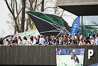 AMSTELVEEN -  Hockey Hoofdklasse heren Pinoke-Amsterdam (3-6). wind blaat de heineken parasol op het terras om.   COPYRIGHT KOEN SUYK