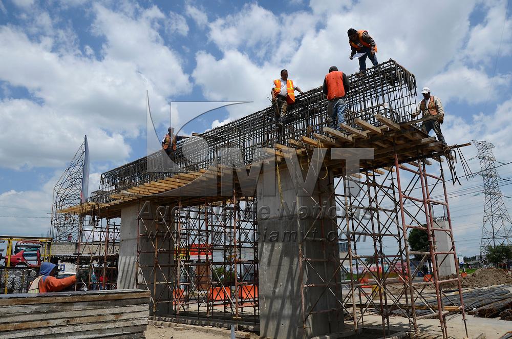 Toluca, México.- Aspectos del avance del distribuidor vial situado en Diaz Mirón en su cruce con las Avenida las Torres. Agencia MVT / Arturo Hernández.