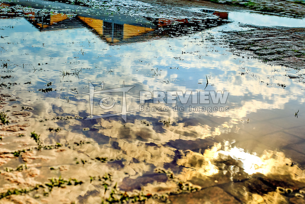 O porto de Porto Alegre é o maior porto fluvial do País, em extensão. Mantém oito quilômetros de cais acostável, dividido entre os cais Mauá, Navegantes e Marcílio Dias. Sua estrutura envolve 25 armazéns com 70 mil m², numa área total de 450 mil m². FOTO: Dani Barcelos/ Agência Preview
