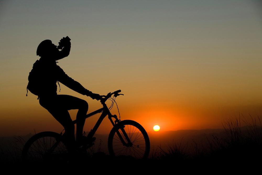 Brumadinho_MG, Brasil...Ciclismo na Serra da Moeda em Brumadinho, esse lugar faz parte da Estrada Real.. .The cycling in the Serra da Moeda in Brumadinho, this place is in the Real Road (Estrada Real)...Foto: BRUNO MAGALHAES / NITRO.