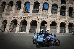 April 14, 2017 - Rome, Italy, Italy - Security police and Carabinieri  anti-terrorism on the occasion of the via crucis, the reclamation of the area of the Colosseum. (Credit Image: © Andrea Ronchini/Pacific Press via ZUMA Wire)