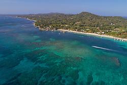 Luftaufnahme von Strand auf Roatan, Mayan Princess Resot, Honduras, Karibik, Karibisches Meer / Aerial View of Beach at Roatan, Mayan Princess Resort, Honduras, Caribbean, Caribbean Sea