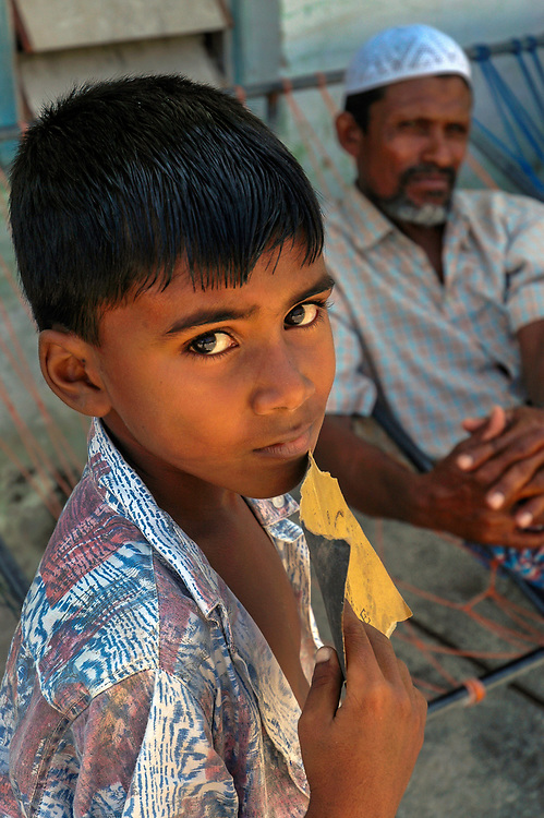 Portrait of a fisherman and his son, made homeless after the 2004 tsunami.<br /> Kaladhoo island<br /> Leemu Atoll, Maldives<br /> <br /> 6 Jan 2005<br /> ฉJeremy Horner