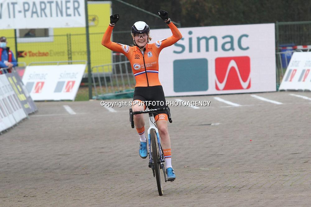 08-11-2020: Wielrennen: EK Veldrijden: Rosmalen<br /> Puck Pieterse becomes European Champion cyclocross women U23. 2nd Kata Vas (Hungary) and 3th Manon Bakker (Netherlands)